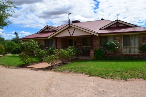 68-72 Thomas Street, Parkes, 2870, Central Tablelands - House / ARE YOU AFTER ACREAGE? / Garage: 3 / $595,000