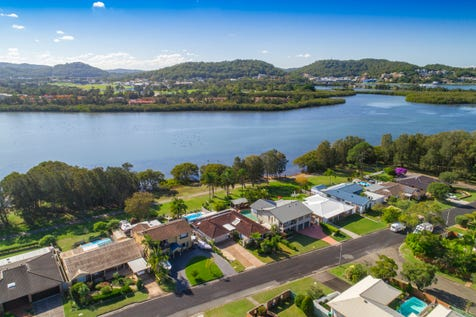 63 Bayline Drive, Point Clare, 2250, Central Coast - House / Truly exceptional waterside resort living. / Balcony / Swimming Pool - Inground / Garage: 2 / Open Spaces: 2 / Secure Parking / Air Conditioning / Alarm System / Toilets: 3 / P.O.A