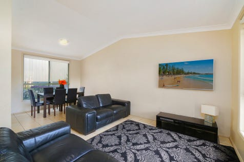 2/9 Cotswolds Close, Terrigal, 2260, Central Coast - Unit / Spacious Duplex Villa - close to all amenities. / Garage: 1 / Secure Parking / Built-in Wardrobes / P.O.A