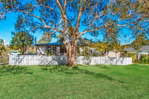 195 Tuggerawong Road, Tuggerawong, 2259, Central Coast - House / CHARMING HOME OR STEADY INVESTMENT / Garage: 1 / Study / $459,000