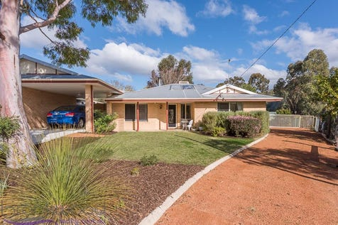 4B Gray Court, Mahogany Creek, 6072, North East Perth - House / TICKS ALL THE BOXES / Outdoor Entertaining Area / Shed / Carport: 1 / Air Conditioning / Broadband Internet Available / Ducted Cooling / Evaporative Cooling / Open Fireplace / Toilets: 1 / $475,000