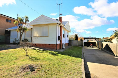 39 View Street, Bathurst, 2795, Central Tablelands - House / DUAL OCCUPANCY POTENTIAL - 917m2 BLOCK WITH HUGE SIDE ACCESS / Carport: 1 / $265,000
