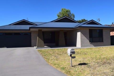 53 Medlyn Street, Parkes, 2870, Central Tablelands - House / ALMOST NEW ! / Garage: 2 / $345,000