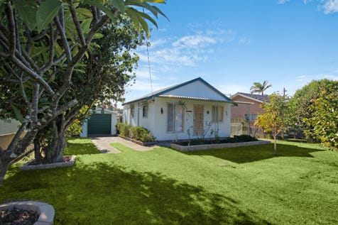 20 Warrina Avenue, Summerland Point, 2259, Central Coast - House / Packed with Potential / Garage: 1 / Air Conditioning / $420,000