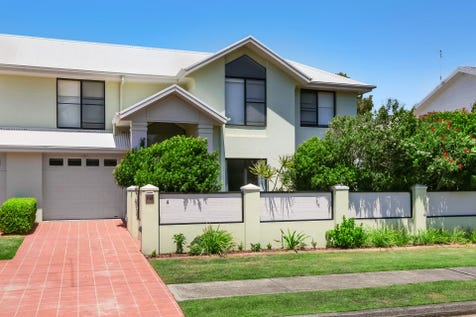 4/24 Bundara Avenue, Wamberal, 2260, Central Coast - Townhouse / What A Life! / Garage: 1 / $850,000