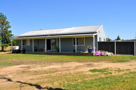 703 Cope Road, Gulgong, 2852, Central Tablelands - Lifestyle / COUNTRY CHARMER / Fully Fenced / Outdoor Entertaining Area / Shed / Carport: 3 / Garage: 3 / Open Spaces: 1 / Air Conditioning / Split-system Air Conditioning / Workshop / $375,000