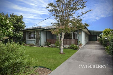 11 Barnard  Crescent, Toukley, 2263, Central Coast - House / Cottage Style Family Charm / Garage: 3 / $560,000