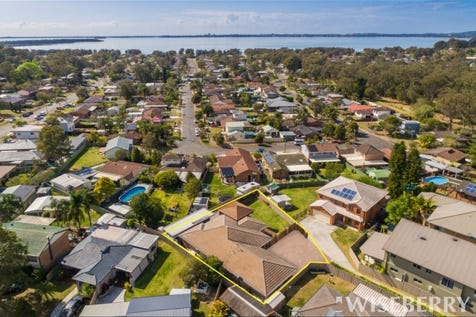 253B Cygnet Drive, Berkeley Vale, 2261, Central Coast - House / MASSIVE BRICK FAMILY HOME ONLY 6 YEARS YOUNG / Garage: 2 / $660,000