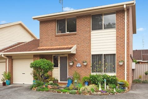 2/23 Alex Close, Ourimbah, 2258, Central Coast - Townhouse / Well proportioned separated living and dining spaces / Garage: 2 / $440,000