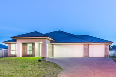 7 Centennial Crescent, Orange, 2800, Central Tablelands - House / Location counts / Garage: 3 / $491,000