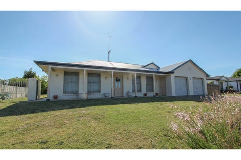 24 Country Way, Bathurst, 2795, Central Tablelands - House / RURAL VIEWS / Shed / Garage: 2 / Remote Garage / Built-in Wardrobes / Ducted Heating / Ensuite: 1 / Toilets: 2 / $499,000