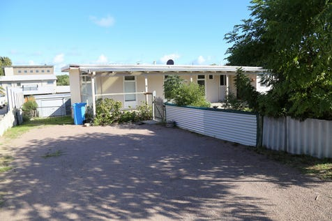 4 Stubbing Street, Esperance, 6450, East - House / Charming Town Central / Garage: 2 / Secure Parking / Air Conditioning / Toilets: 1 / $295,000