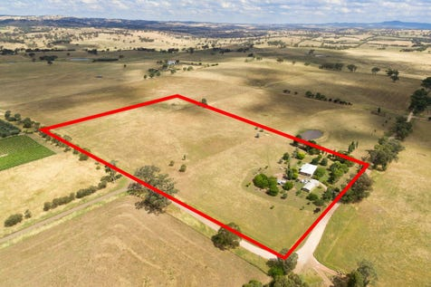 380 Strathmore Lane, Molong, 2866, Central Tablelands - House / Country Lifestyle / Carport: 1 / Garage: 4 / Living Areas: 2 / Toilets: 2 / P.O.A