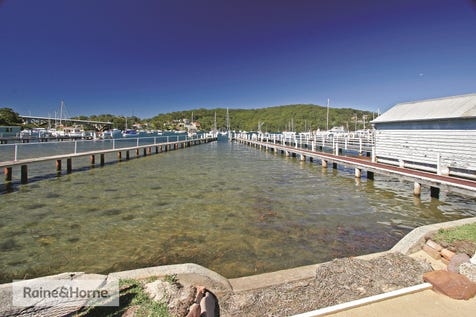 2/84 Booker Bay Road, Booker Bay, 2257, Central Coast - Townhouse / BOOKER BAY WATERFRONT PROPERTY WITH SHARED JETTY / Garage: 1 / Secure Parking / Toilets: 2 / $695,000