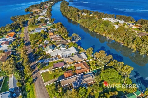 160 Geoffrey  Road, Chittaway Point, 2261, Central Coast - House / PARADISE POINT – DEEP WATERFRONT / Garage: 2 / $905,000