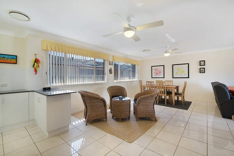 1/21 Wattle Street, East Gosford, 2250, Central Coast - Townhouse / Spacious Living In Sought After Location / Balcony / Garage: 2 / Air Conditioning / Built-in Wardrobes / Dishwasher / Ensuite: 1 / P.O.A