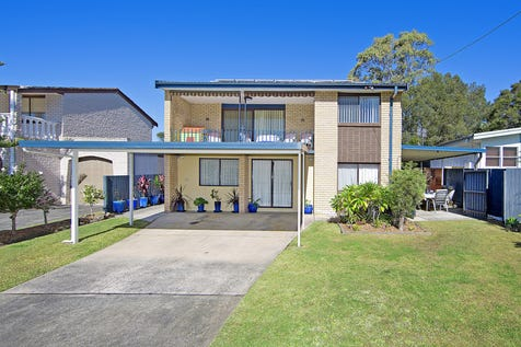 117 Eastern Road, Bateau Bay, 2261, Central Coast - House / BLUE CHIP INVESTMENT - GREAT TENANTS PAYING $590 PER WEEK - NEW 12 MONTH LEASE! / Carport: 2 / $665,000