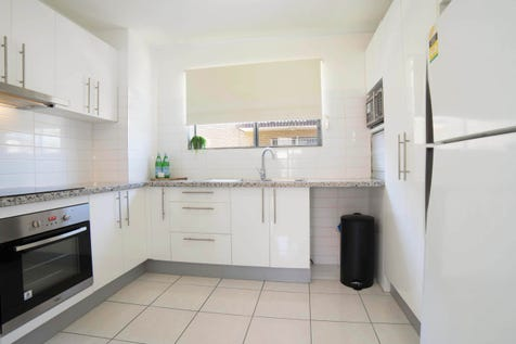 1/863 Sandgate Road, Clayfield, 4011, Inner Brisbane - Unit / All offers over $290,000 considered - MUST SELL / Garage: 1 / Air Conditioning / Broadband Internet Available / $290,000