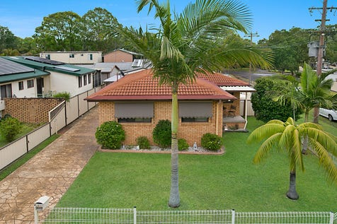 20 Muraban Road, Summerland Point, 2259, Central Coast - House / READY, SET…………..MOVE IN / Carport: 2 / Garage: 2 / Secure Parking / Air Conditioning / Toilets: 2 / $460,000