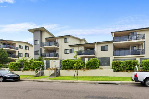 36/212-220 Gertrude Street, North Gosford, 2250, Central Coast - Apartment / MODERN TOP FLOOR APARTMENT / Garage: 2 / P.O.A