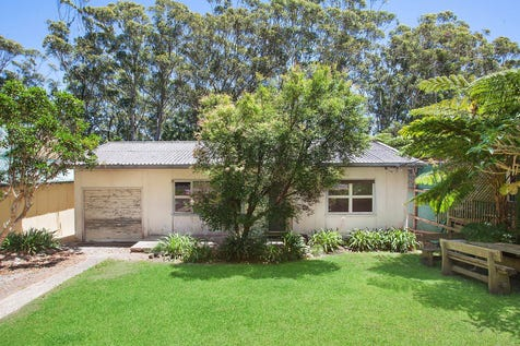 22 Bellevue Crescent, North Avoca, 2260, Central Coast - House / Original beachside home with incredible scope / Carport: 1 / $650,000