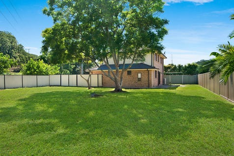 27 Burns Road, Ourimbah, 2258, Central Coast - House / MODERN HOME ON LARGE BLOCK / Garage: 2 / Ensuite: 1 / Toilets: 3 / $725,000