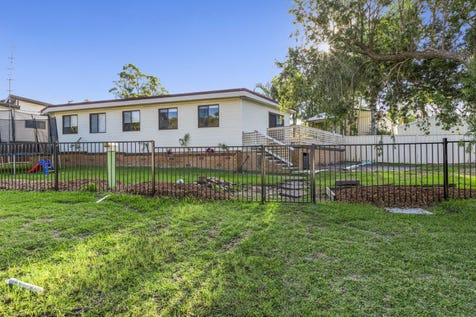 13 Illawong Road, Summerland Point, 2259, Central Coast - House / 4 Bedroom Gem Near Lake Macquarie! / $400,000