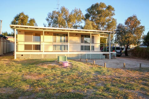 42 Cowan Road, York, 6302, East - House / GREAT INVESTMENT / Toilets: 1 / $239,000