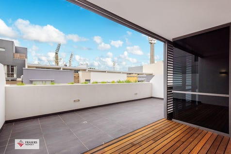 QII-102/2  Moreau Pde, East Perth, 6004, Perth City - Apartment / Spacious quality apartment  / Balcony / Outside Spa / Swimming Pool - Inground / Garage: 1 / Secure Parking / Built-in Wardrobes / Split-system Air Conditioning / $565,000