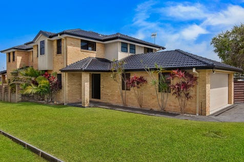 17 Bellevue Street, Long Jetty, 2261, Central Coast - Townhouse / So Close To The Beach & Golf Course, With So Little To Do / Garage: 2 / P.O.A