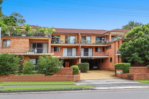 12/52-54 Showground Road, Gosford, 2250, Central Coast - House / Invest in your future / Balcony / Garage: 1 / $345