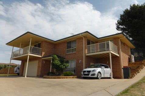 8 Valley View Place, Parkes, 2870, Central Tablelands - House / Views & Views / Garage: 2 / Toilets: 2 / $395,000