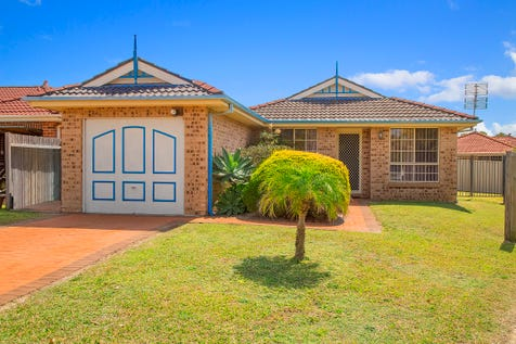 7 Clyde Close, Bateau Bay, 2261, Central Coast - House / Torrens Title Brick Home / Garage: 1 / Air Conditioning / Broadband Internet Available / Built-in Wardrobes / Ducted Cooling / Ducted Heating / $545,000