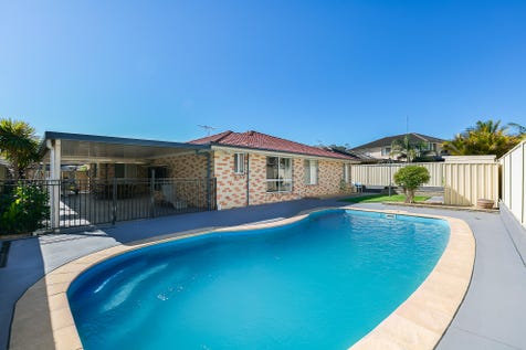 82 Mountain View Drive, Woongarrah, 2259, Central Coast - House / WHO SAID SIZE DOESN'T MATTER / Swimming Pool - Inground / Garage: 2 / Secure Parking / Air Conditioning / $710,000