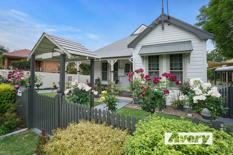 6 Renwick Street, Toronto, 2283, Hunter Region - House / Blue Ribbon Location, Lake Views and So Much More! / Garage: 2 / Air Conditioning / Alarm System / Built-in Wardrobes / Dishwasher / Toilets: 2 / $899,999