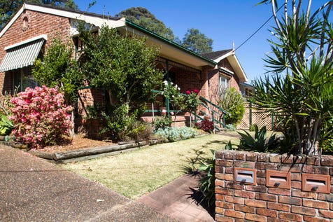 1/6 Grove Road, Wamberal, 2260, Central Coast - House / Fabulous Grove Road / Courtyard / Garage: 1 / Ensuite: 1 / Toilets: 2 / P.O.A