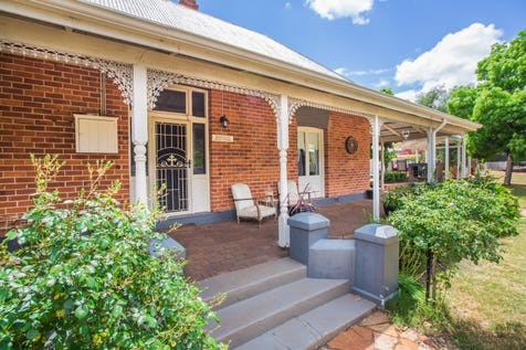 "60 Newcastle Street, York, 6302, East - House / ""Whitely House C1860"" / Toilets: 2 / $495,000"