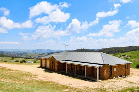 213 Willow Tree  Lane, Bathurst, 2795, Central Tablelands - Other / Twin Views / Outdoor Entertaining Area / Shed / Garage: 4 / Remote Garage / Built-in Wardrobes / Dishwasher / Ducted Cooling / Ducted Heating / Ensuite: 1 / Living Areas: 3 / Toilets: 4 / $820,000