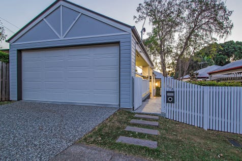 118 Hawthorne Road, Hawthorne, 4171, Inner Brisbane - House / High End Full Renovation..Move In And Enjoy As All The Hard Work Is Done! / Deck / Fully Fenced / Garage: 2 / Remote Garage / Secure Parking / Air Conditioning / Built-in Wardrobes / Dishwasher / Ducted Cooling / Ducted Heating / Floorboards / Ensuite: 1 / $959,000