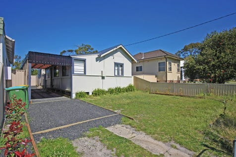 200 The Entrance Road, Long Jetty, 2261, Central Coast - House / HOME WITH DEVELOPMENT OPPORTUNITY SUBJECT TO COUNCIL APPROVAL / Toilets: 1 / $500,000