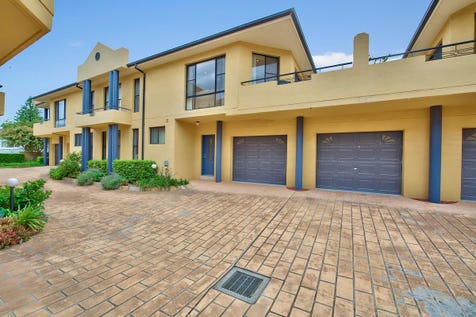 2/138-140 Stella Street, Toowoon Bay, 2261, Central Coast - Townhouse / Stunning Location Stylish Home / Garage: 2 / $740,000