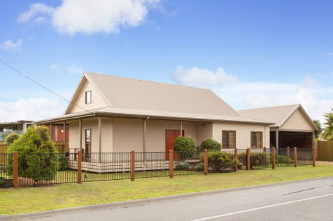 41 Vista Drive, Cape Woolamai, 3925, Gippsland - House / A Very Special Home! / Balcony / Carport: 2 / Air Conditioning / Floorboards / Toilets: 1 / $550,000