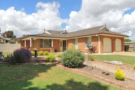 9 Honeysuckle Close, Llanarth, 2795, Central Tablelands - House / As Good As It Gets / Garage: 2 / Toilets: 2 / $539,000