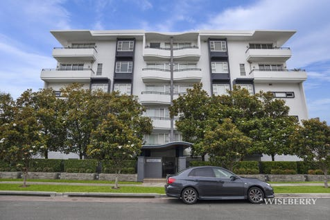 20/50-54 Ocean Parade, The Entrance, 2261, Central Coast - House / Magnificent Sub Penthouse / Balcony / Outdoor Entertaining Area / Garage: 2 / Remote Garage / Secure Parking / Built-in Wardrobes / Dishwasher / Ducted Cooling / Floorboards / Intercom / $1,000,000