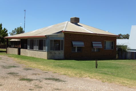 80 Peak Hill Road, Parkes, 2870, Central Tablelands - House / Ray White Real Estate / Toilets: 1 / $320,000