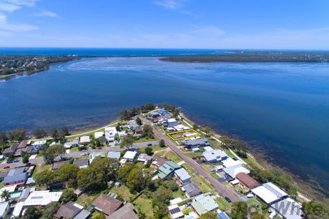 14 Buff Point Avenue, Buff Point, 2262, Central Coast - House / Classic Waterfront Reserve! / Garage: 1 / Toilets: 1 / P.O.A
