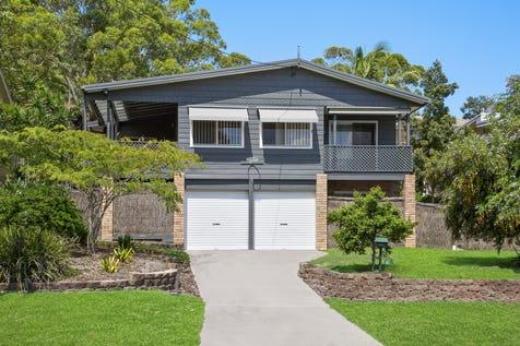 19 Sycamore Avenue, Bateau Bay, 2261, Central Coast - House / 5 Bedroom Family Home Only 850m To The Beach / Garage: 2 / P.O.A