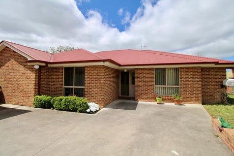 126A Mitre Street, Bathurst, 2795, Central Tablelands - House / Large Modern Home / Garage: 2 / Built-in Wardrobes / Dishwasher / Ducted Heating / Indoor Spa / $460,000