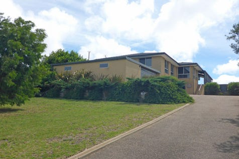 13 Phillips Street, West Beach, 6450, East - House / PANORAMIC VIEWS / Garage: 4 / $749,000