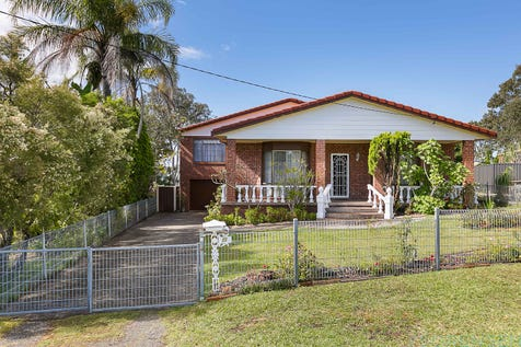 22 Yackerboom Avenue, Buff Point, 2262, Central Coast - House / SPACIOUS INSIDE...SPACIOUS OUTSIDE! / Garage: 3 / Secure Parking / Air Conditioning / Toilets: 2 / P.O.A